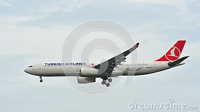 Turkish Airlines Airbus A330 landing at Changi Airport Editorial Stock Image