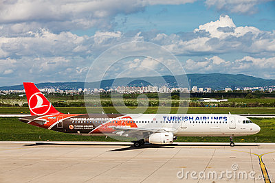 Turkish Airlines preparing to take off at Zagreb Airport, Croatia Editorial Stock Image