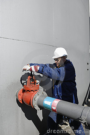 Turning a pipeline pump