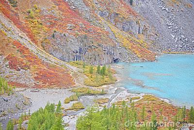 Turquoise Lake – autumnal colors in Altai Mountain