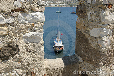 Through the turrets to the sea