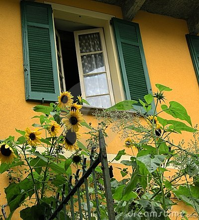 Free Tuscan Villa With Sunflowers Tuscany Royalty Free Stock Photography - 3002667