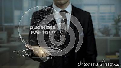 Tuteur de profession présent le concept d'associé avec l'hologramme sur sa main banque de vidéos