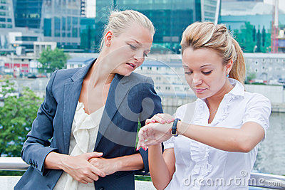 Två affärskvinnor