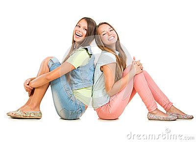 Två le tonårs- flickor