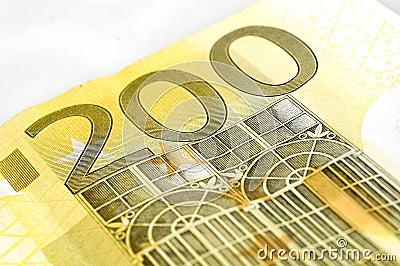 Twee honderd euro