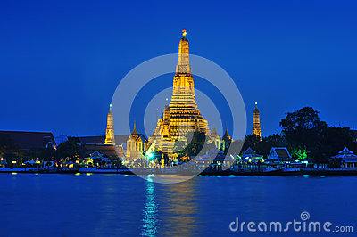 Wat Arun across Chao Phraya River during twilight