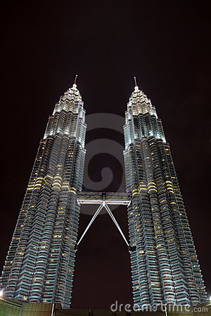 Free Twin Petronas Towers Sparkle In Night Sky Stock Photo - 13009300