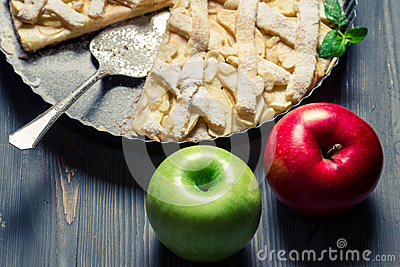 Two apples and freshly baked apple pie