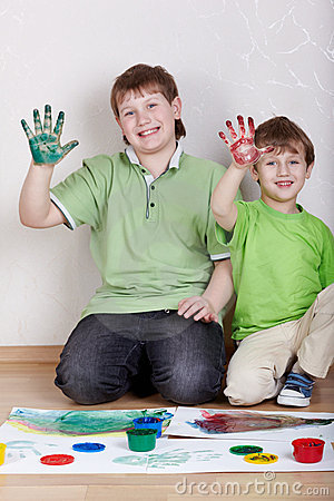 Free Two Boys Show Right Palms Smeared With Paints Stock Photography - 20698412