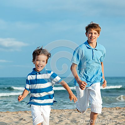 Free Two Brothers Are Running On Beach Royalty Free Stock Image - 32971756