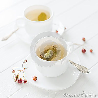 Free Two Cups Of Strawberry Tea Stock Photos - 95917153