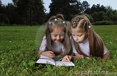 Two girl read book