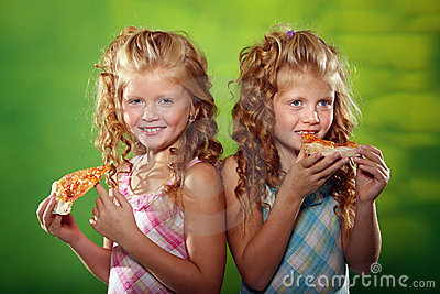 Two girls eating pizza