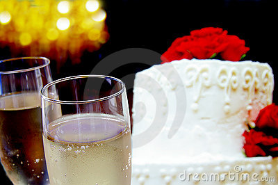 Two glasses ans cake