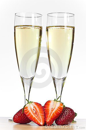 Free Two Glasses Of Champagne And Strawberries Stock Image - 13172971