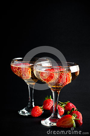 Free Two Glasses Of Cold Champagne With Strawberries Stock Photography - 33446002