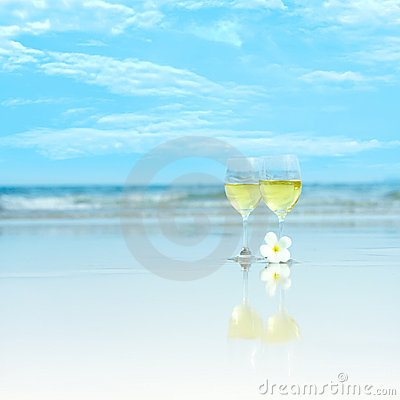 Free Two Glasses Of White Wine Royalty Free Stock Photography - 10035037