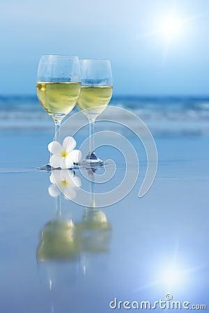 Free Two Glasses Of White Wine Royalty Free Stock Photos - 6127148