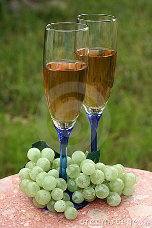 Two glasses of white wine & grapes
