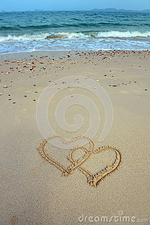 Free Two Hearts Drawn In Sand Royalty Free Stock Photo - 29887975