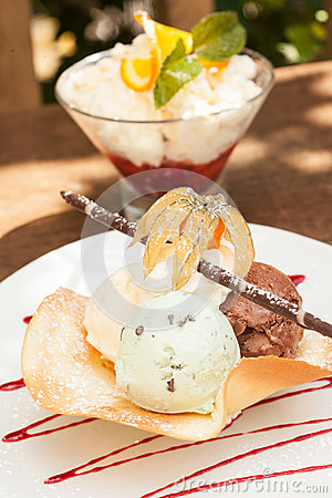 Free Two Ice Cream Desserts Stock Photo - 33434960