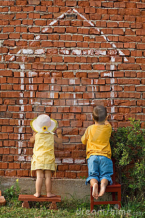 Free Two Kids Drawing A Home Royalty Free Stock Photography - 3037447