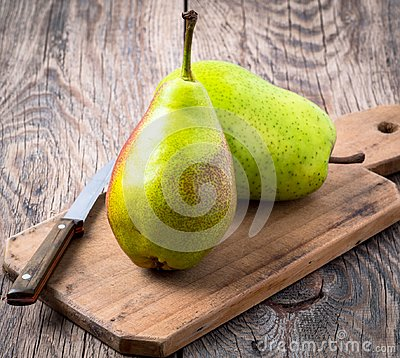 Free Two Large Fresh Green Pears And Knife On A Cutting Stock Photography - 102808652