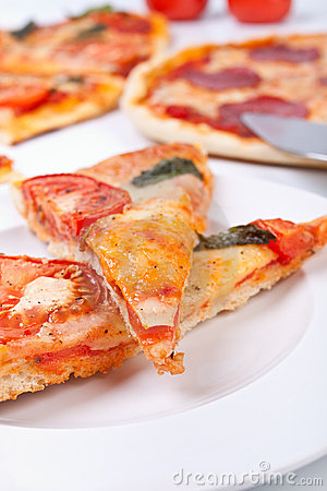 Free Two Pieces Of Pizza Closeup Royalty Free Stock Photos - 7790868