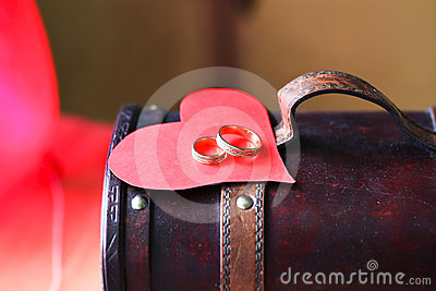 Two rings and a heart on antique box