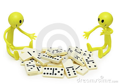 Two smilies playing with dominoes