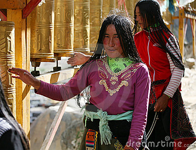 Two tibetan lady a pilgrimage Editorial Stock Image