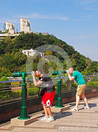 Free Two Tourists Using A Pair Of Green Tourist Panoramic Telescope At The Peak, Hong Kong Stock Photos - 150770213
