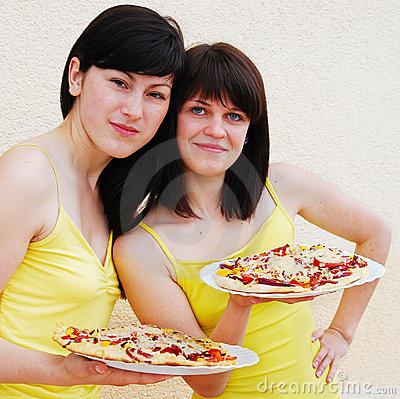 Two young women eating