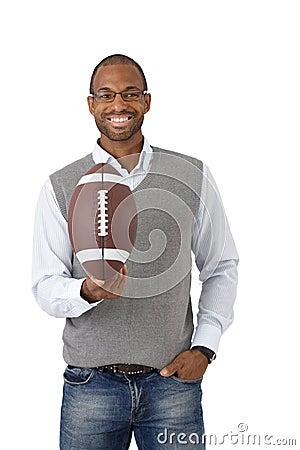 Type heureux avec le football américain