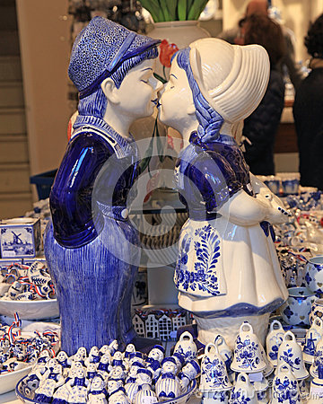Free Typical Dutch Delft Blue Ceramic In Souvenir Shop Royalty Free Stock Photography - 72347067