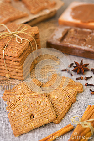 Free Typical Dutch Speculaas Cookies With Authentic Cookie Cutters Stock Photography - 57852202