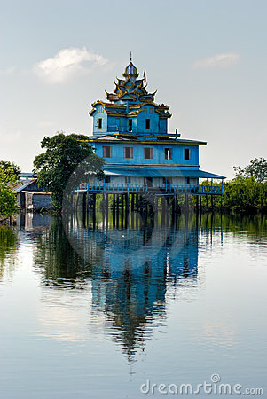 Free Typical House On The Tonle Sap, Battambang, Cambod Royalty Free Stock Photo - 6019925