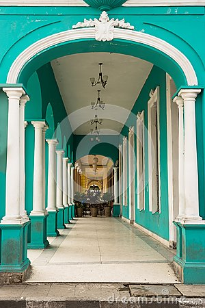 Free Typical Portico Under A Colonial Building In Cuba Royalty Free Stock Photography - 109597397