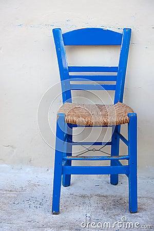 typischer blauer griechischer stuhl lizenzfreie stockbilder bild 13564419. Black Bedroom Furniture Sets. Home Design Ideas