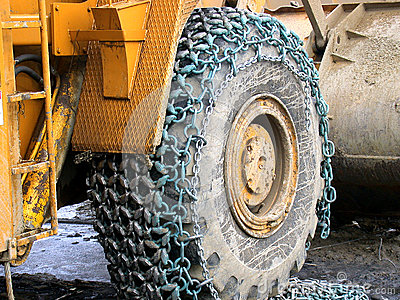 Tyre with chain