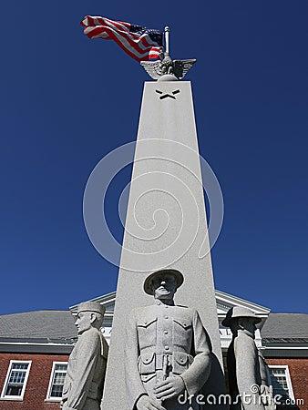 U.S. bandeira e monumento do memorial da guerra