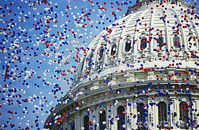 U.S. Capitol z czerwieni, biały i błękitny balonami