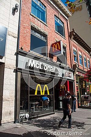 Ubicación de McDonald s McCafe Fotografía editorial