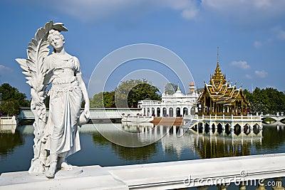 Uderzenia pa pałac