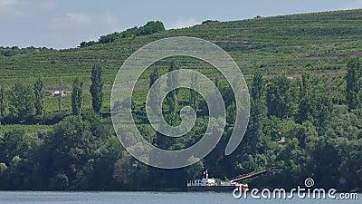 Ufer gesehen vom Boot stock video footage