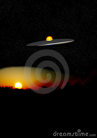 UFO en la noche sobre las nubes