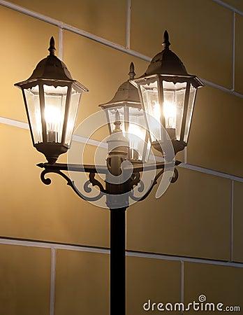 Uitstekende lamppost