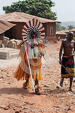 Φεστιβάλ Ukpesose Otuo - μεταμφίεση ITU στη Νιγηρία Εκδοτική Φωτογραφία
