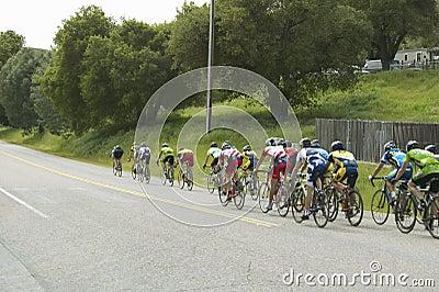 Um grupo de bicyclists da estrada Imagem Editorial